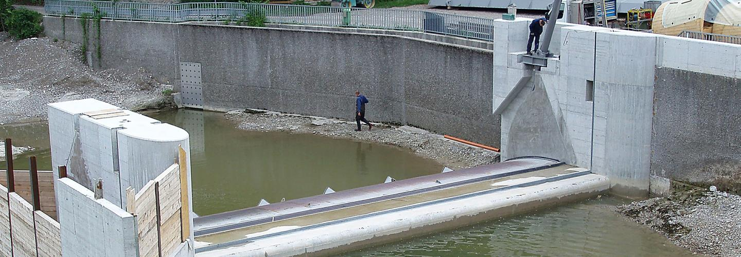 The opening of the right river side weir during construction.